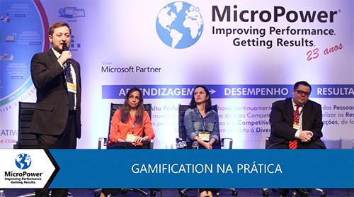 Bate papo sobre gamification entre quatro pessoas